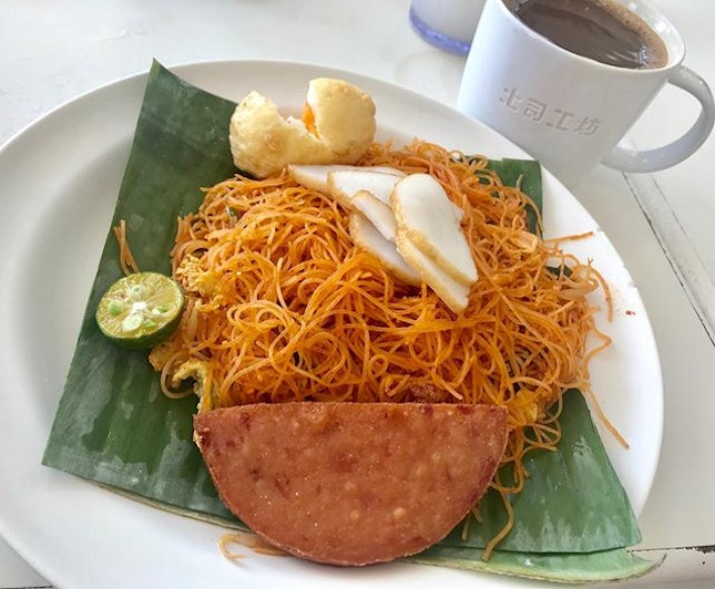 Simple lunch set of Fried mee siam and coffee @toastboxsg .