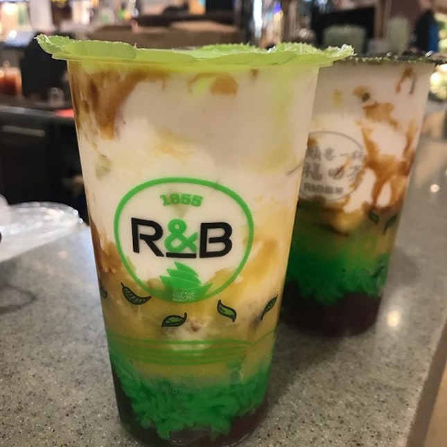 Durian Chendol Boba Milk from @rbteasg @hfc_sg A cheap and cooling treat for #durianlovers ☺️ .