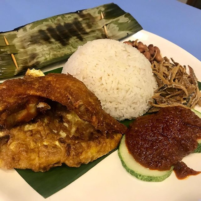 Nasi lemak, Hainanese Chicken Chop and Nasi Briyani from @oldschooldelights @esplanadesingapore Local delights at affordable price with #burpplebeyond 😁 .