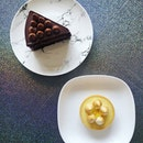Happy weekend 🎉 Chocolate cake and Lemon Tart from @lolascafesg - Super dense and moist chocolate cake, suitable for chocolate lovers.