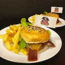I've had some atas burgers from various restaurants but this unassuming diner whips up some real good stuff!