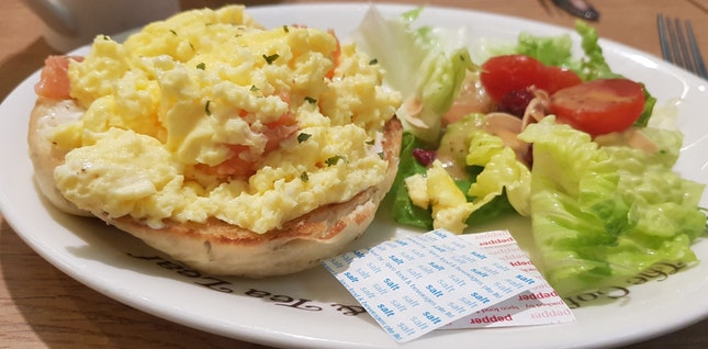 Scramble Egg W Salmon