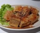 Deep-fried Tofu 👍🏻👍🏻👍🏻 $3.9++ .