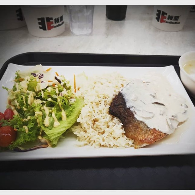 Grilled Salmon w Rice 👍🏻👍🏻👍🏻👍🏻 $10.8 .