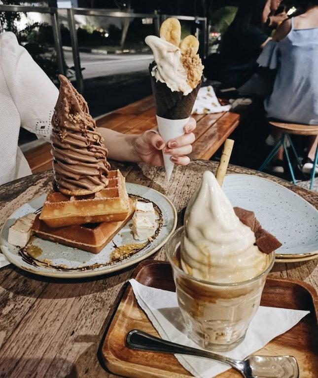 Ice Creams & Waffle