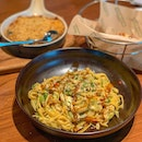 Carbo-loading with the tasty St Taglini Pasta and super comforting Mac & Cheese with grated garlic!