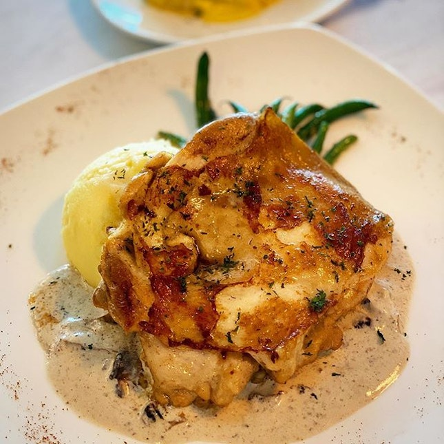 Buttermilk roasted chicken thigh ($18 nett) Tender and flavorful chicken, sitting atop warm and buttery mashed potatoes
