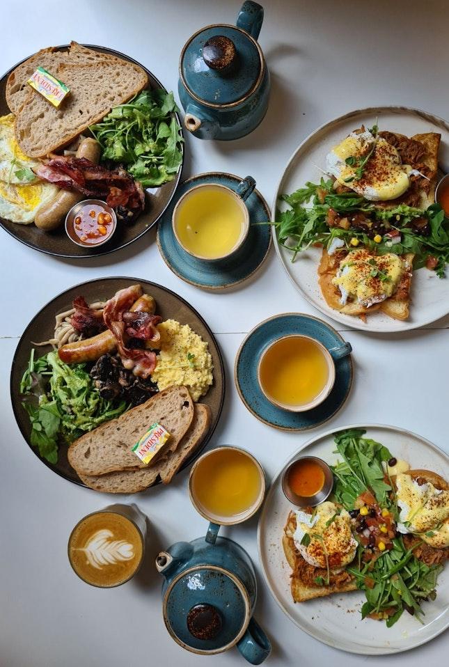 Pull Pork Eggs Benedict And Big Breakfast