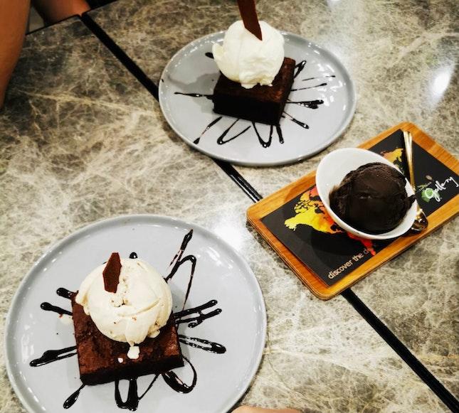 Ice Cream Brownie @ Dark Gallery GWC