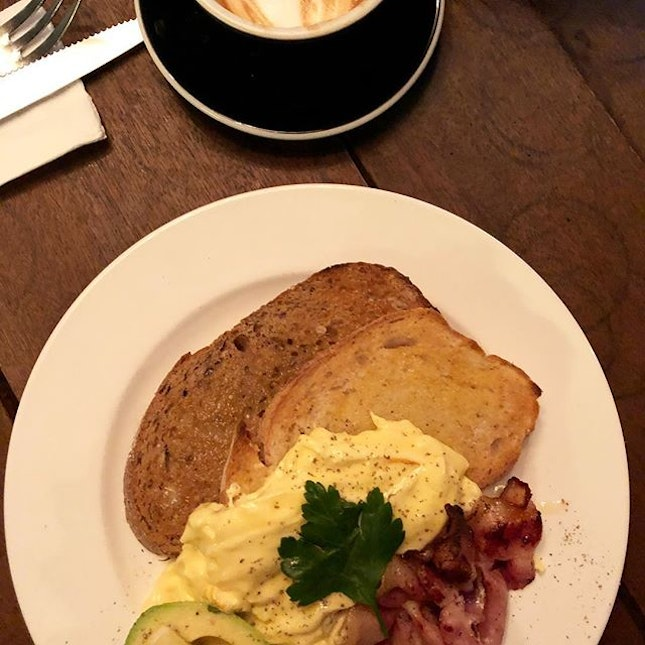 IDEA: grab the best scrambled eggs in town #ronin_sg #roninsg #coffeesg #brunchsg #brunch_sg #block80 #burpple