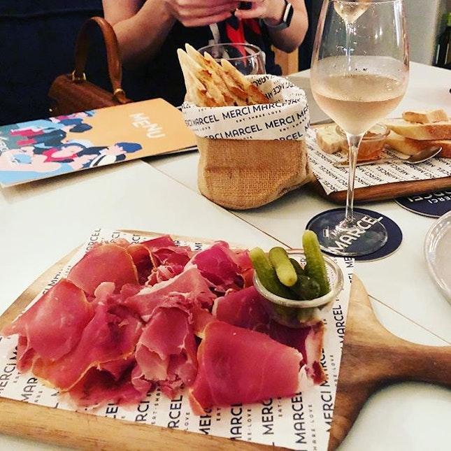 IDEA: go for a classic for rose and meat treats @mercimarcel  #burpple #block80 #mercimarcel #mercimarcelsg #sgeats #winesg #eatssg #winesg #rose