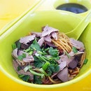 Tanglin Halt Delicious Duck Noodle is another one of the stalls here that open for business during the wee hours at Tanglin Halt Market.