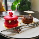 Huge Macarons And Tea (1 For 1)