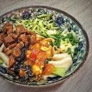 """""""Toa Payoh foodie tour"""" ・ 📌Biang Biang Noodle Xi'an Famous Food ・ 題して、トアパヨ欲張りグルメツアー。  ①ビャンビャン麺(👈今ココ) ②ムーチー ③creamierワッフルアイス ④Uggliマフィン (⑤Niche)  まずは、初めましてのビャンビャン麺。  Biang Biang Noodles (3 in 1) $6 Minced Pork Knife Slice Noodles $4.8  ビャンビャン麺はトマト、半熟卵、豚肉が入った3 in 1を。2 in 1だと豚肉なしで$5。  これが噂のビャンビャン!! とにかく超興奮(笑)無駄にビャンビャンって言いたくなる!! なんか息子がめちゃくちゃ食べる(笑) 麺がレシートくらいの太さで、水餃子の皮みたいでもちもちでこりゃ美味い!  ちなみにビャンという漢字は57画あって中国漢字で最も画数が多い漢字とされています。 絵描き歌ならぬ字書き歌があるそうです(笑) では日本で一番画数の多い漢字はというと、「たいと(おとど)」という、雲を3つの下に龍を3つ書いたような字で、なんと84画。 「ビャン」も「たいと」もアドビとグーグルの共同開発で生まれたフォント「源ノ角ゴシック」に収録されています。  続いて、刀削麺。  豚挽肉と人参ときゅうりが入った刀削麺をノンスパイシーということで息子のためにとオーダーしたけど、息子はビャンビャンに夢中(笑) いいのいいの。これがまた美味かったから。  これは何食べても美味しい予感。  #トアパヨ欲張りグルメツアー続く ・・・ ・ @toapayohtown #biangbiangnoodles #xianfamousfoods #xianfamousfood #toapayoh #toapayohfood #ビャンビャン麺 #トアパヨ #刀削麺  #シンガポールグルメ #シンガポール生活 #シンガポールライフ #シンガポール #シンガポール在住 #シンガポール旅行 #シンガポール観光 #シンガポールおすすめ  #singapura #singaporelife #travelsingapore #singaporetrip #sginstagram #igsg #visitsingapore #sgfood #sgeats #sgfoodies #burpple #みど朝活隊"""