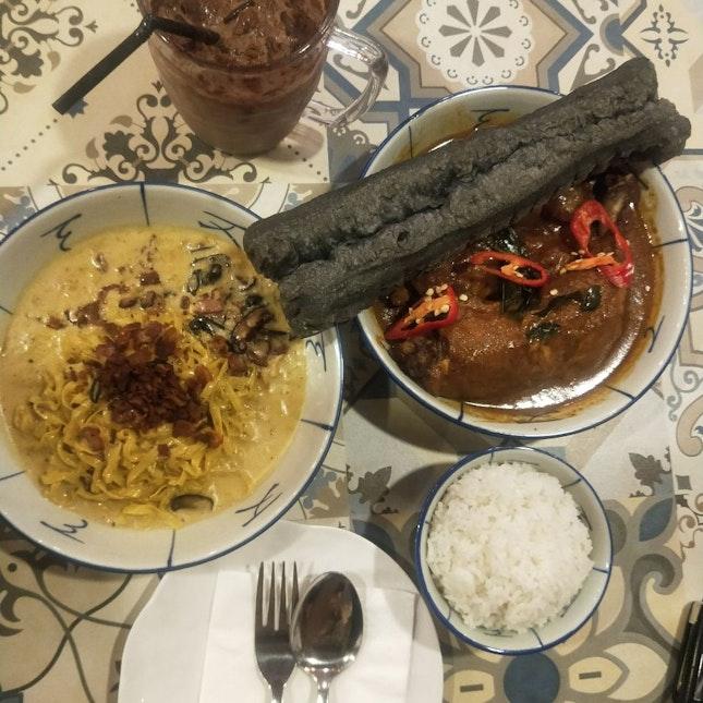 Chicken Curry & Mee Pok Carbonara