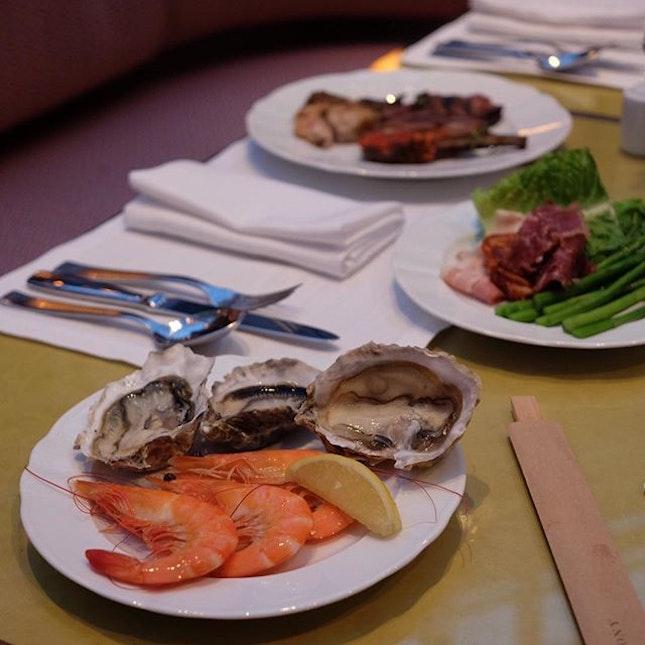 Colony - BEST buffet!