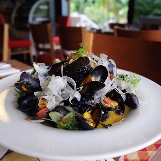 Mussels cooked with white wine.