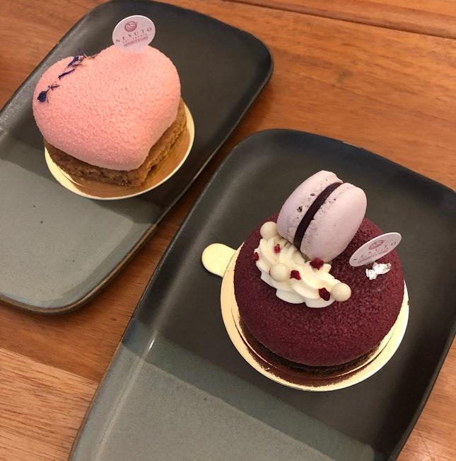 Light Strawberry Cheesecake & Cassis Orelys