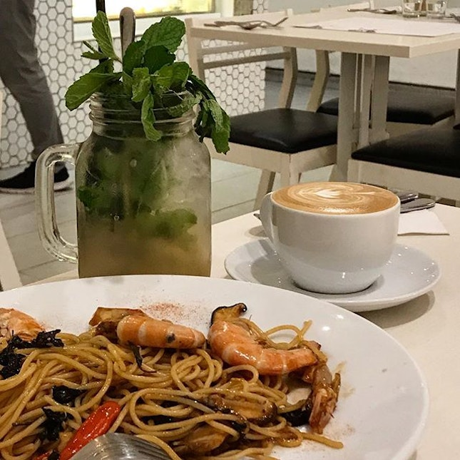 Been eyeing this place for awhile and finally here 👀 Love their spicy thai pasta (i might get the name wrong, i forgot to keep notes lol) the earthy flavour of their variety of mushroom is a good pairing with the sweet and spicy taste of their sauce.