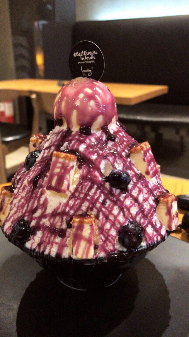 Blueberry cheesecake bingsu