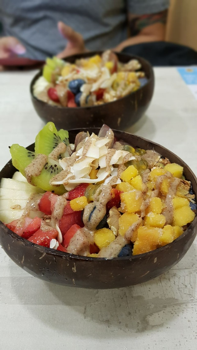 Good Acai Bowls Served In Coconut Shells