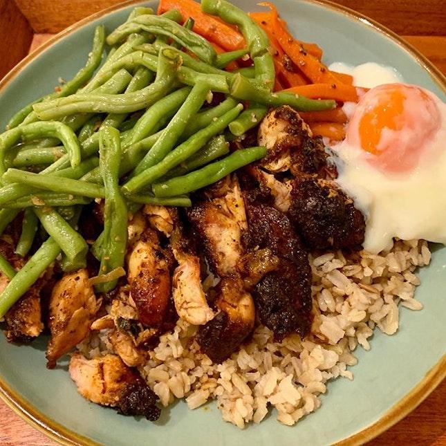 #brownrice #cajunchicken #greenbeans #honeyedcarrots #onsenegg #burpple