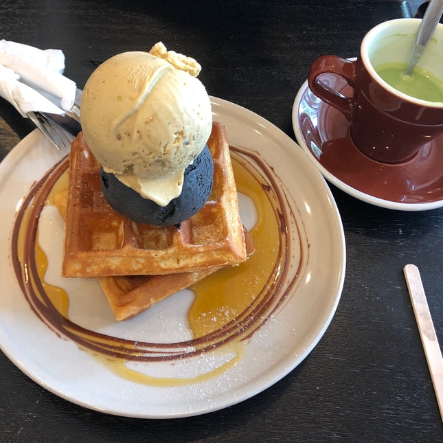 Waffle Ice Cream And Drink Set