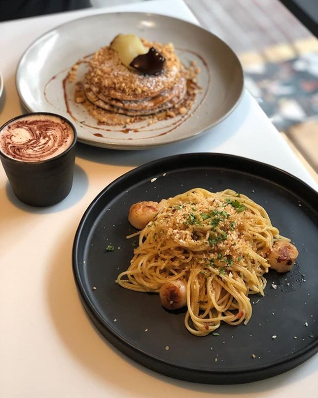 Brunch in the form of aglio olio and oh, so heavenly earl grey pancakes with cookie crumbles and poached pear!