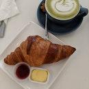 Croissant & Matcha Latte