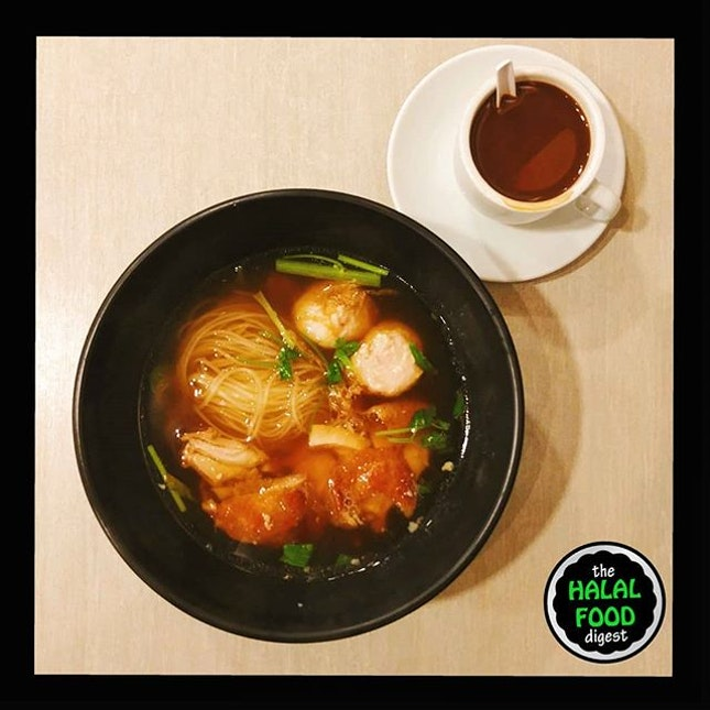 Morning breakfast with Grilled Chicken Boat Noodles and a cuppa kopi.