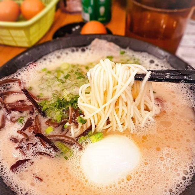 It is tough finding a good bowl of ramen in Singaporean, and I can safely say that this bowl of Tonkotsu Ramen has satisfied all my criteria 😍 OISHI!