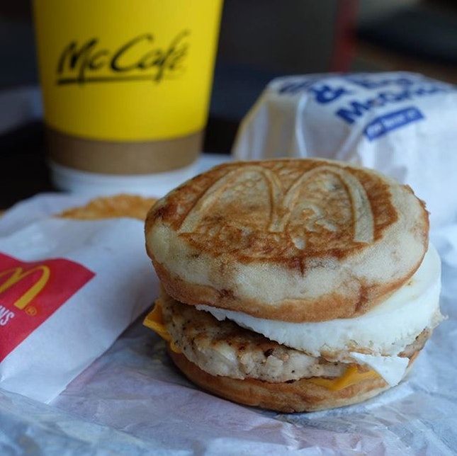 [ McGriddles ] Sweet pancakes, savoury sausage, melty cheese, and a fluffy egg all in one bite 🥞🍳🧀.
