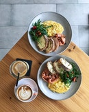 Sometimes all you need a good lunch with a friend.🍳☕️ • • • • • #dinewithflorence #burpple #lunchideas #foodpornography #foodbeast #foodphotography #foodlover #foodgasm #foodfeature #foodstagram #brunch #foodie