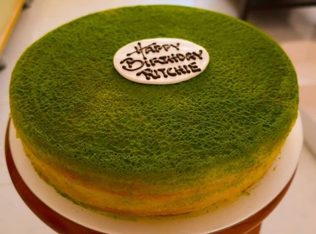My sister ordered a green tea mille crepes for me as part of my birthday cake which i had collected at Orchard road today.