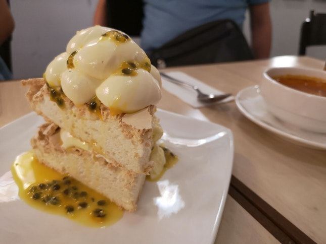 Passion Pavlova With Lime Chantily