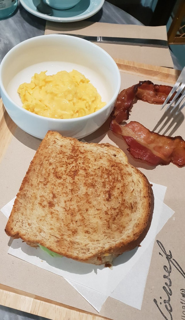 Avocado Sandwich With Scrambled Eggs And Bacon On The Side
