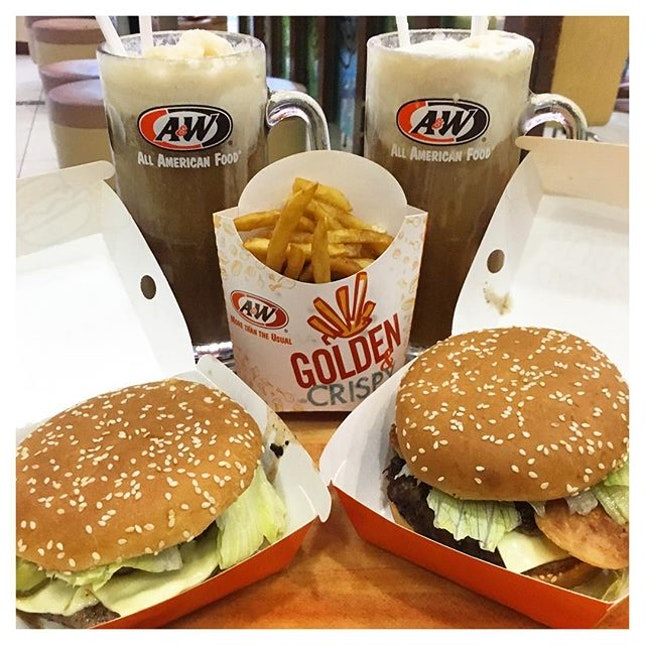 We've heard many amazing things about the food from A&W so we literally squealed when we saw an outlet at Bukit Indah Aeon.