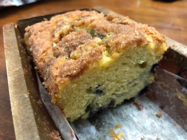 Blueberry sourcream crumble cake