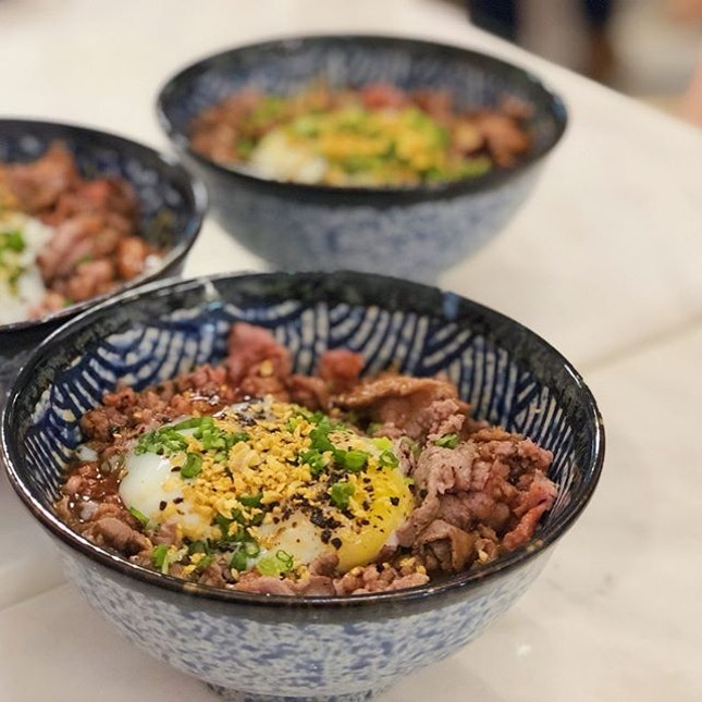 📍rakki bowl; singapore📍signature truffle wagyu don (regular) & salmon don (small) • one of the highly raved restaurant in tanjong pagar by my colleagues & ex-colleagues, and indeed, it lived up to expectations.