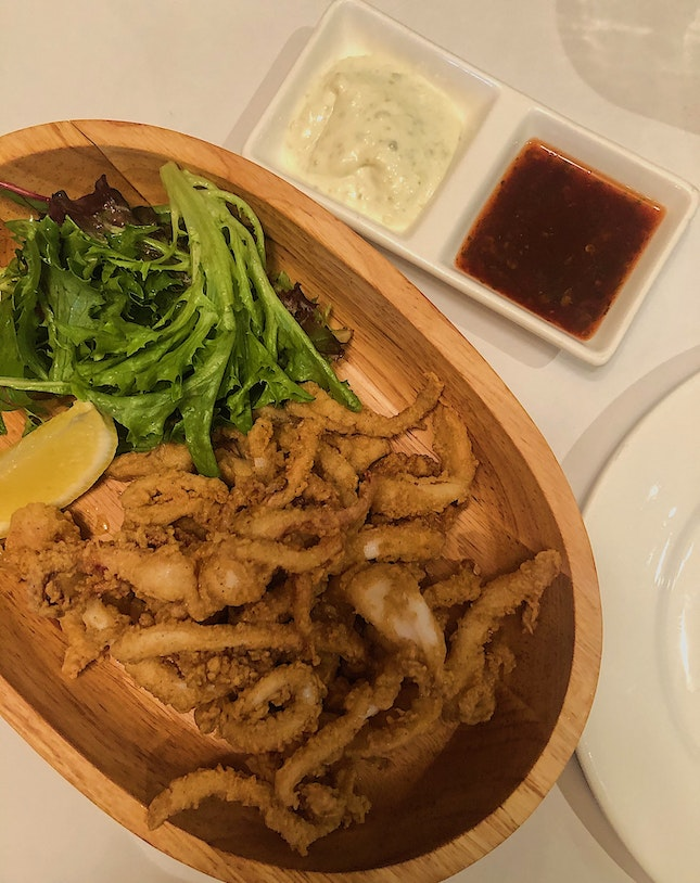📍greenwood fish market; singapore📍fresh fish (pan-seared barramundi), house fish & chips, calamari