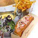 🦞 LOBSTER ROLL 🍞at @burgerandlobstersg  Not a lobster fan but there was no queue in 10 am so why not.