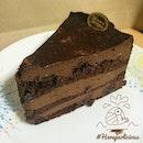 Chocolate Mousse Cake 📍 Mousses & Meringues 💸 Price: xxx ฿ 👍 #herepaolicious Rates: 🐽🐽🐽🐽 #⃣ Share ur Delicious Tag #liciouswithhere 🆔 Follow us on Twitter/Tumblr/Burpple: Herepaolicious สาวกช็อกโกแลตมูสห้ามพลาดเชียวชิ้นนี้ รสชาติเข้มข้นมากถึงมากที่สุด (ใครใจไม่ถึงคงร้องอี๋ได้) 🔸🔸🔸🔸🔸🔸🔸🔸🔸🔸🔸🔸🔸🔸🔸