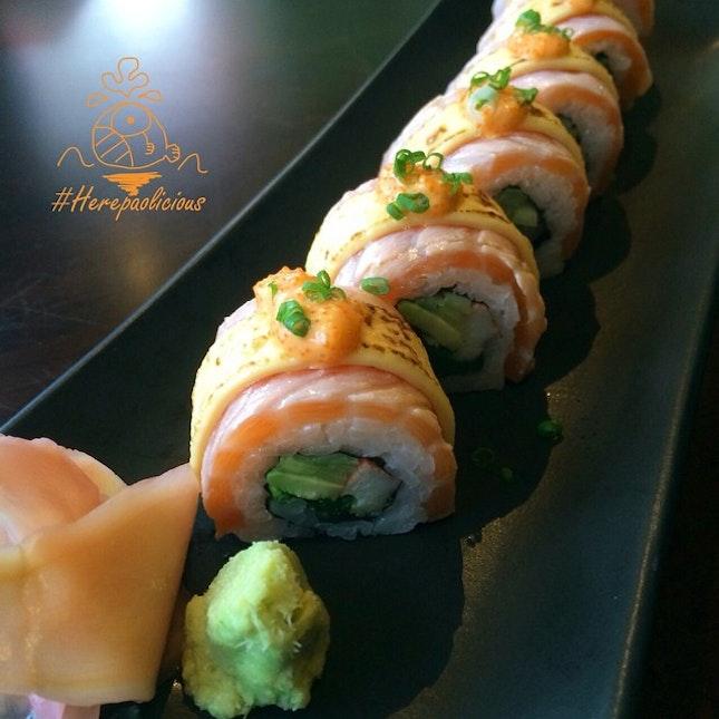 Salmon Aburi Cheeze Roll 📍 Shshi Mania @ รามคำแหง 64 📆 Date: Now - 31 Oct 14 💸 Price: 320 --> 160 ฿ 👍 #herepaolicious Rates: 🐽🐽🐽 #⃣ Share ur Delicious Tag #liciouswithhere 🆔 Follow us on Twitter/Tumblr/Burpple: Herepaolicious ร้านซูชิเปิดใหม่ๆ ราคาแรงลด 50% ทุกเมนูอาหาร 😱😍 #ในที่สุดก็ได้กินร้านสไตล์นี้ซักที ฟินมาก จานนี้เบาๆไปก่อน 🔸🔸🔸🔸🔸🔸🔸🔸🔸🔸🔸🔸🔸🔸🔸