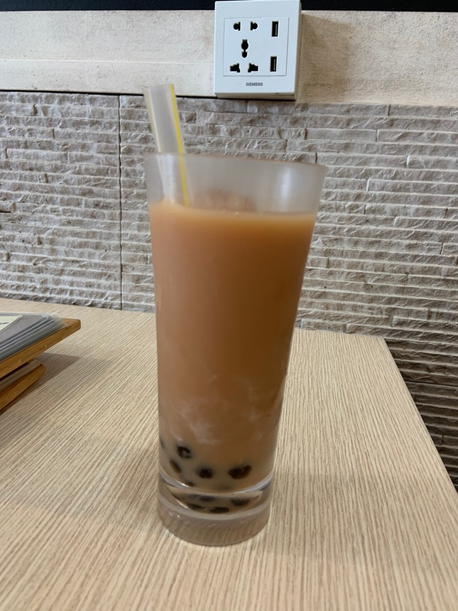 珍珠奶茶 Iced Milk Tea with Pearls ($3)