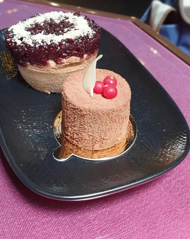 Chocolate Fudge Cake and Pulat Hitam Cake