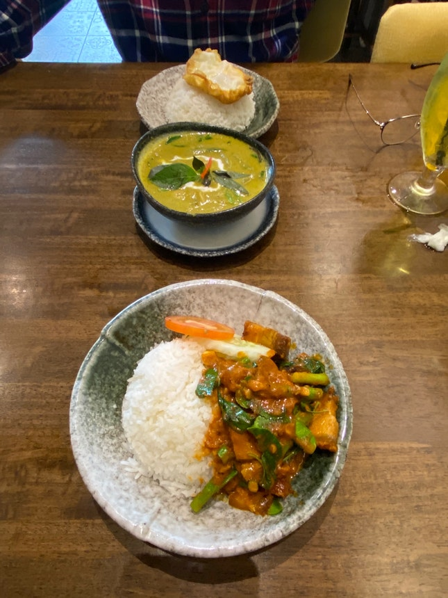 Green Curry Chicken And Spicy Pork