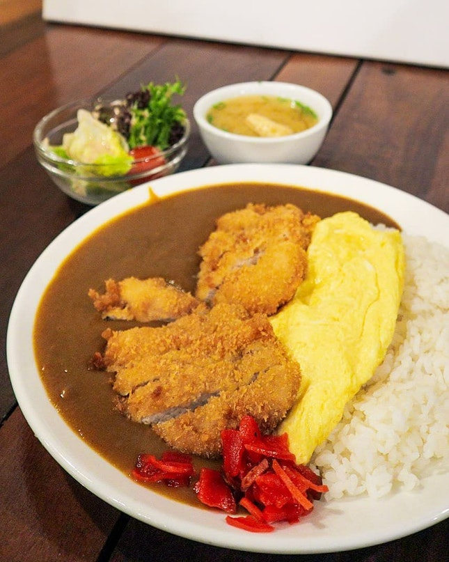 Tonkotsu Curry Rice With Omellette