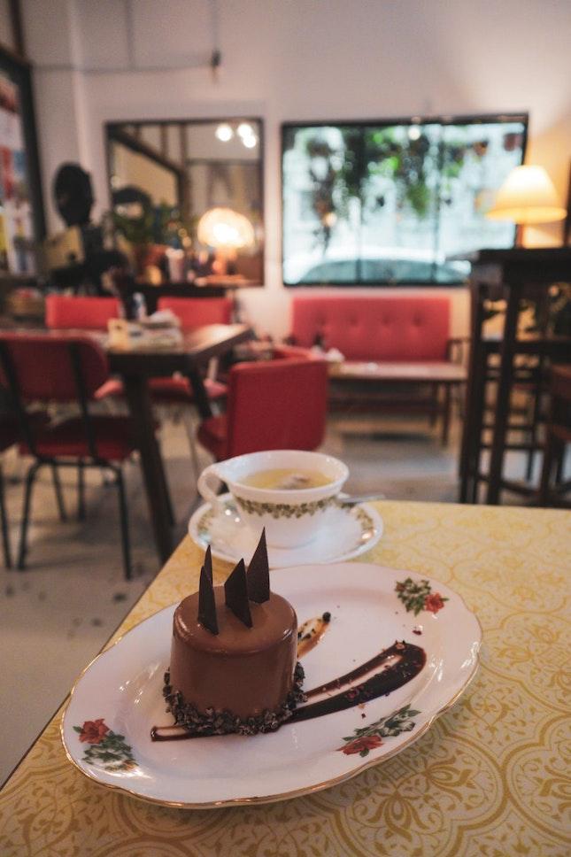 Hazelnut Praline With Tea
