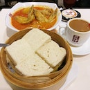 🍞🍲 Lunch at Ya Kun - kaya butter steamed bread, curry chicken noodles and coffee.