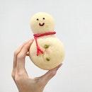 It's like seal bread but snowman shape.